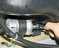 Топливный фильтр Фольксваген Поло седан: замена