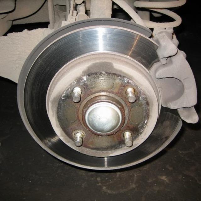 Тормозные колодки на Форд Фокус 3: выбор и замена