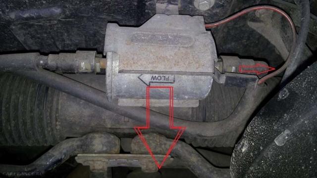Топливный фильтр на Шевроле Ланос: где находится, замена