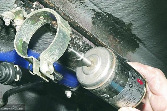 Топливный фильтр ВАЗ 2112: где находится, замена