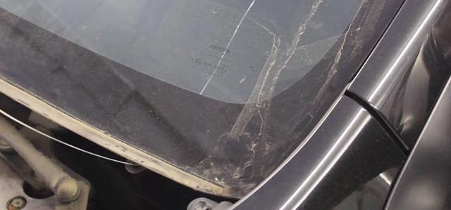 Лобовое стекло на Тойота Королла 150: замена
