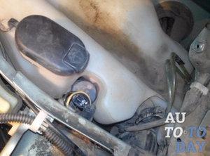 Форсунка и бочок омывателя на Тойота Камри 40: как снять