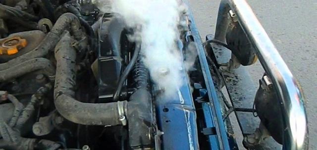 Уходит антифриз из расширительного бачка: причины понижения уровня тосола в системе, последствия для двигателя