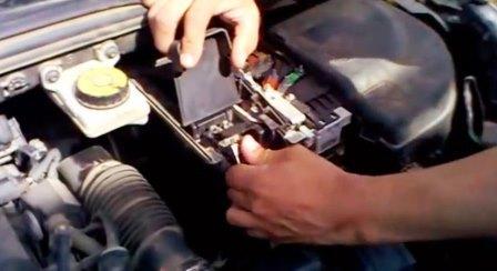 Аккумулятор Пежо 308: выбор и замена, что делать если сел