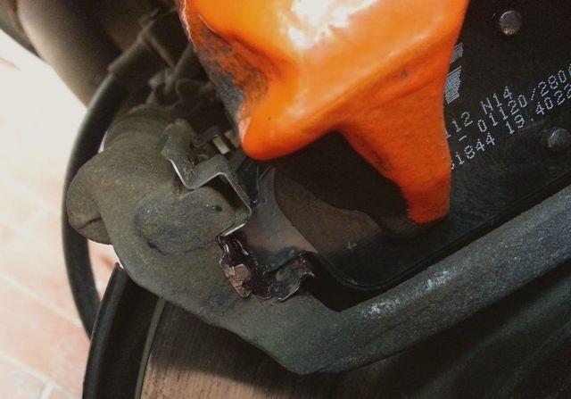 Тормозные колодки на Опель Мокка: выбор и замена