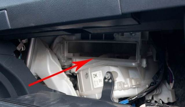 Воздушный фильтр на Тойота Королла 150: замена