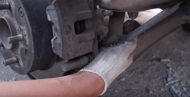 Тормозные колодки на mitsubishi asx: выбор и замена