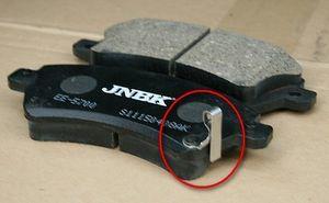 Почему скрипят тормозные колодки: причины, как устранить скрип