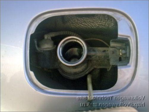 Лючок бензобака Фольксваген Поло: что делать если не открывается