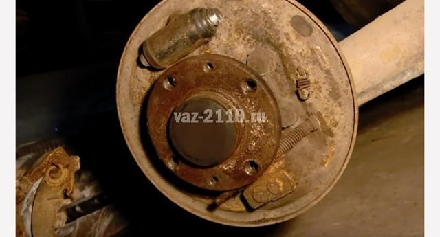 Тормозные колодки на ВАЗ 2110: выбор и замена