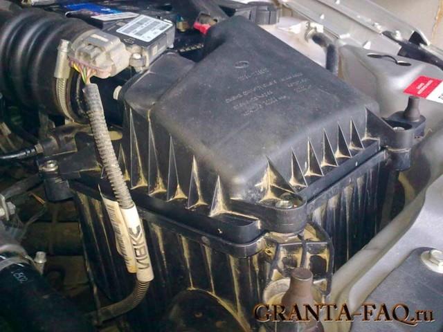 Воздушный фильтр Лада Гранта: где находится, замена