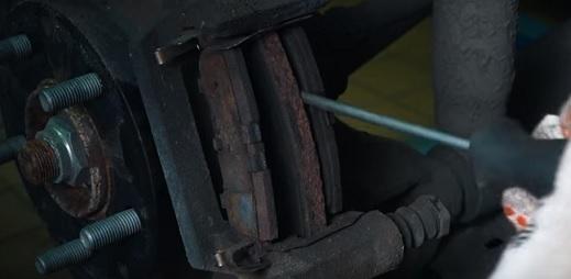 Тормозные колодки на Мазда cx 5: выбор и замена