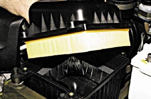Воздушный фильтр Нива Шевроле: где находится, замена