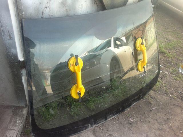 Лобовое стекло на Шевроле Круз: выбор, замена