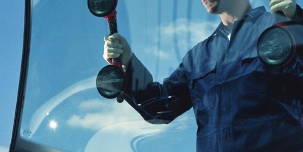 Лобовое стекло на Митсубиси Лансер 10: замена своими руками