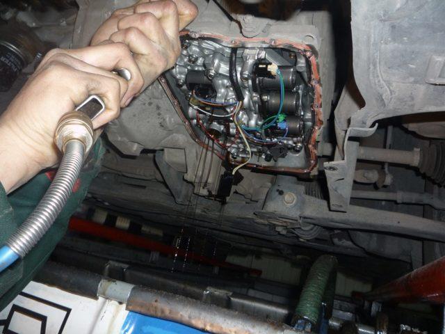 АКПП и МКПП на Мазда 3: расход топлива, замена масла