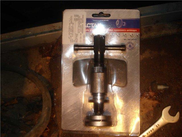 Тормозные колодки Ауди А4: замена предних и задних колодок