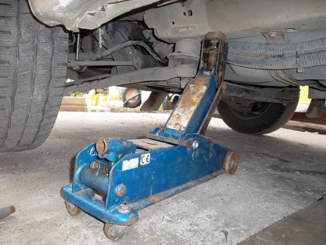 Стойки стабилизатора на Форд Транзит: выбор и замена